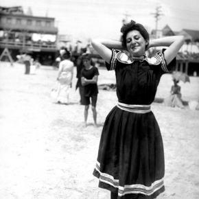 ★ On the Beach in Atlantic City(c.1905)