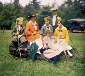 ★ Family Portrait by George Eastman House (c.1915)