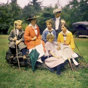★ Family Portrait by George Eastman House(c.1915)