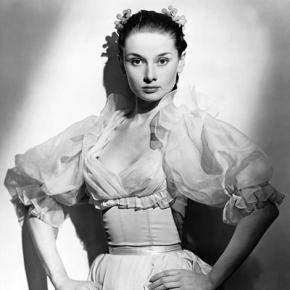 ★ Audrey Hepburn in 'Secret People'(1952)
